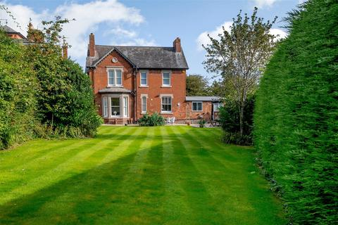 4 bedroom detached house for sale - Victoria Road, Oswestry