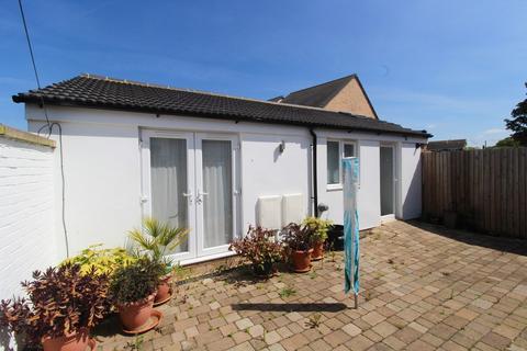 2 bedroom semi-detached bungalow to rent - St Johns Street, Biggleswade, SG18