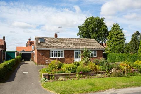 3 bedroom detached bungalow for sale - St. Hildas Street, Sherburn, Malton