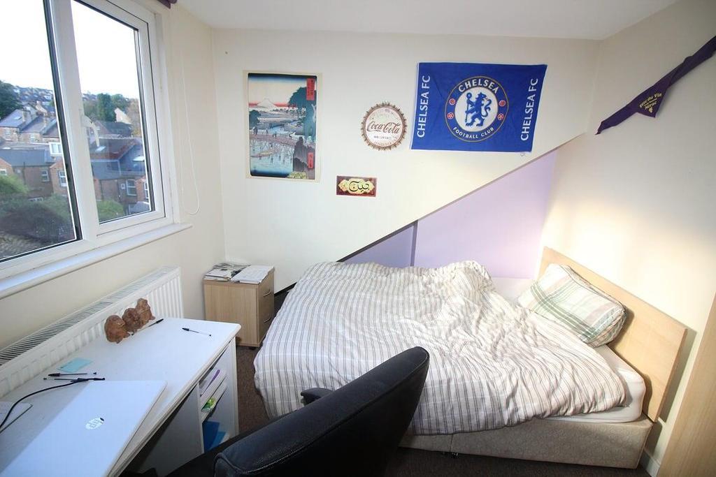 Attic bedroom 2.jpg
