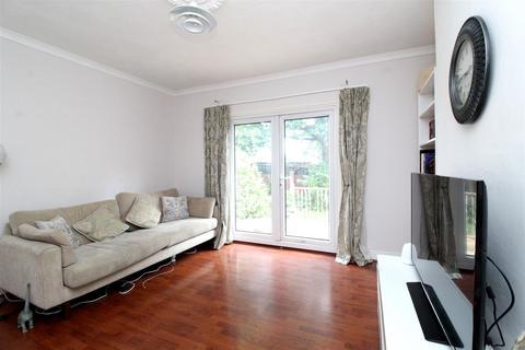 3 bedroom semi-detached bungalow for sale - Wincrofts Drive, London