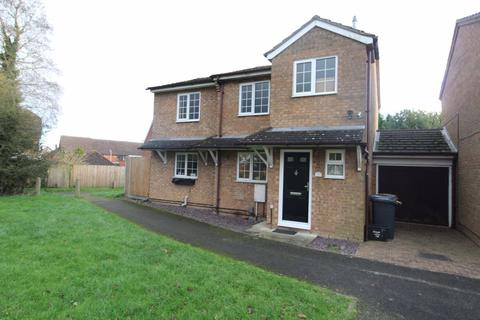 Pleasant Search 4 Bed Houses To Rent In Luton Onthemarket Home Interior And Landscaping Pimpapssignezvosmurscom