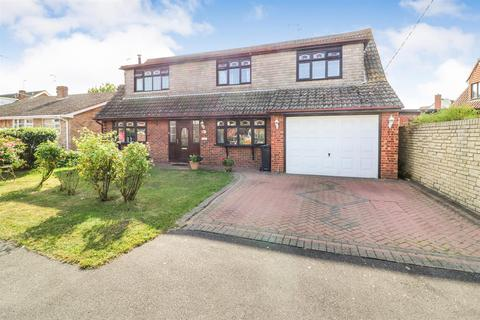 4 bedroom detached house for sale - Promenade, Mayland,