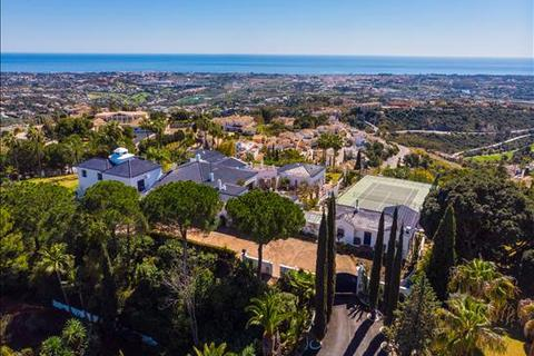 9 bedroom villa - El Madroñal, Benahavis, Malaga