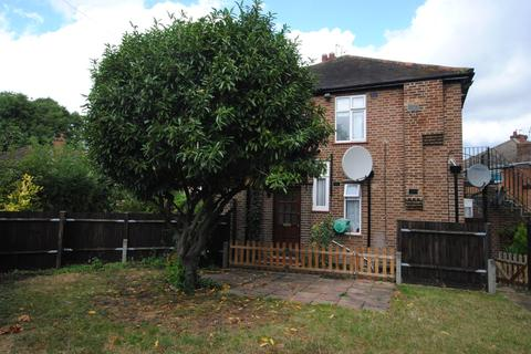 2 bedroom flat to rent - Botwell Crescent, Hayes, UB3