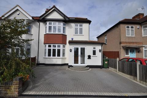 4 bedroom semi-detached house for sale - Rockingham Avenue, Hornchurch, Essex, RM11