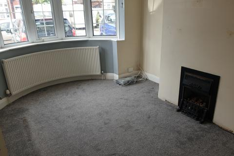 Pleasant Search 3 Bed Properties To Rent In Luton Onthemarket Home Interior And Landscaping Pimpapssignezvosmurscom
