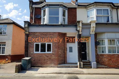 Studio to rent - High Street, Totton