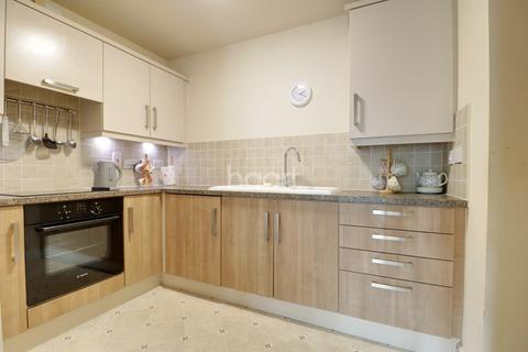 2 bedroom flat for sale - Rose Court, Dolphin Approach, Romford