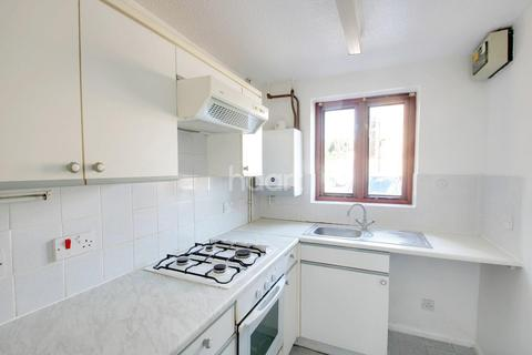2 bedroom terraced house for sale - Dovedale, Bushmead