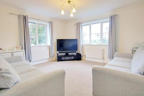 2 bedroom flat for sale - TWO DOUBLE BEDROOMS! PARKING! WELL PRESENTED!