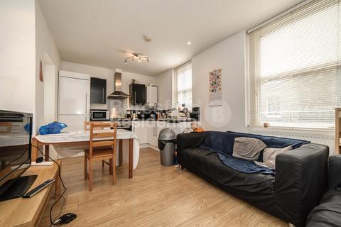 3 bedroom flat - Coldharbour Lane, Brixton
