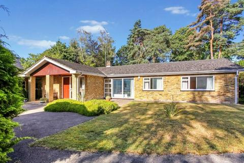 2 bedroom bungalow for sale - Brock Way, Virginia Water, Surrey, GU25