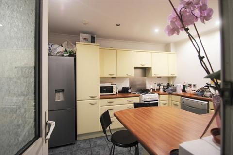 House share to rent - Wiggenhall Road, Watford, Hertfordshire