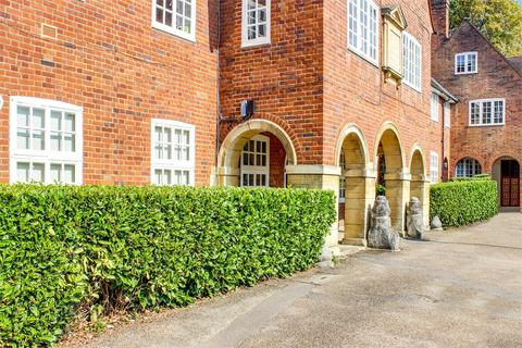 2 bedroom flat for sale - Rookfield Close, Muswell Hill, London