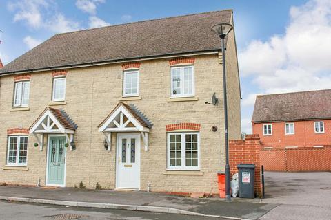 3 bedroom semi-detached house to rent - Winterbourne Road, Swindon