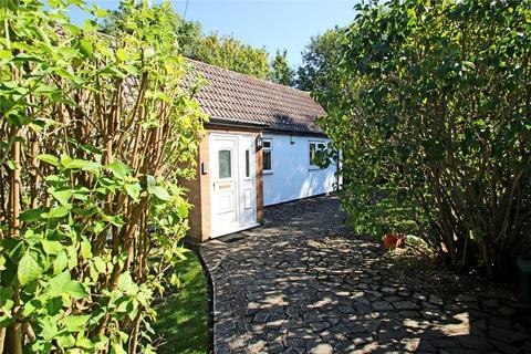 3 bedroom semi-detached bungalow for sale - Addlestone Moor, Addlestone, Surrey, KT15
