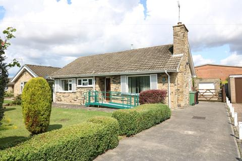 2 bedroom detached bungalow for sale - Knights Croft, Wetherby, LS22