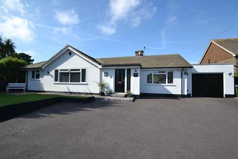 2 bedroom detached bungalow for sale - Sea Lane, Ferring, West Sussex, BN12 5ED