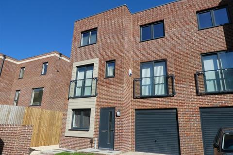 3 bedroom property to rent - Starling Street, Swansea