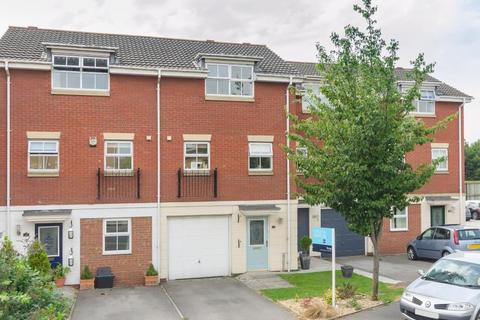 3 bedroom townhouse to rent - ECCLES CLOSE, RAWCLIFFE, YORK, YO30 5XJ