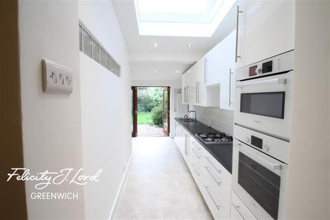 3 bedroom semi-detached house to rent - Christchurch Way