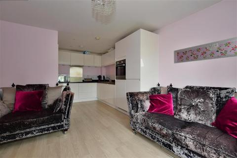 2 bedroom apartment for sale - Golden Jubilee Way, Wickford, Essex