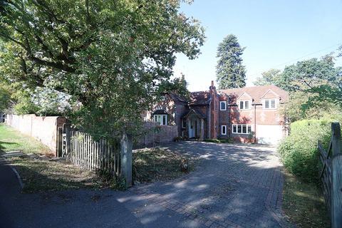 5 bedroom detached house for sale - Set in the highly sought after- OakTree Road, Tilehurst
