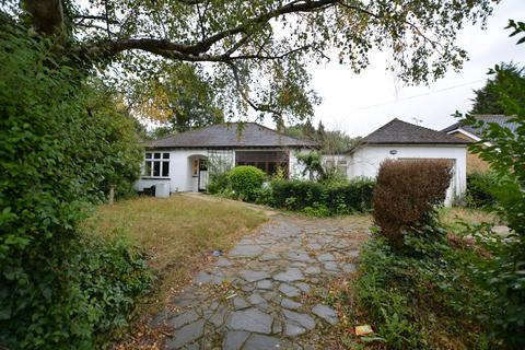 3 bedroom detached bungalow for sale - Herbert Road, Emerson Park, Hornchurch RM11
