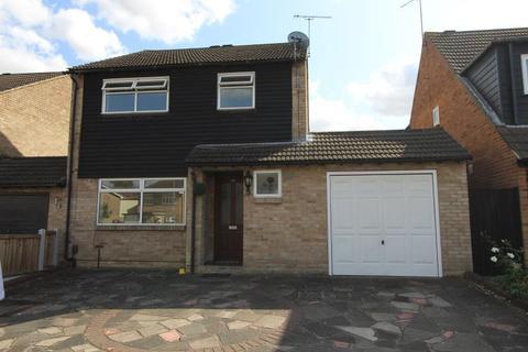 3 bedroom detached house to rent - Somerset Road, Laindon, Basildon, SS15 6PP