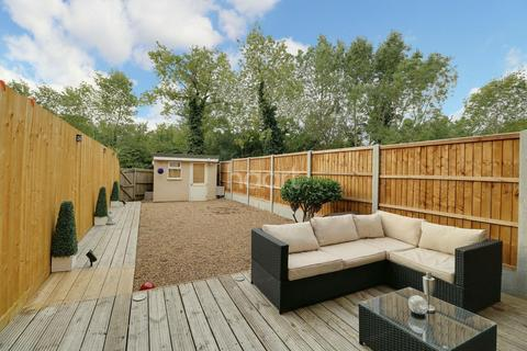 3 bedroom terraced house for sale - Caspian Way, Purfleet, RM19 1LD