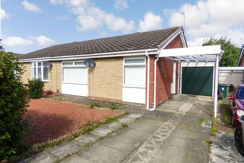 2 bedroom bungalow for sale - Windsor Close, Whickham, Newcastle upon Tyne, Tyne and wear, NE16 5SX