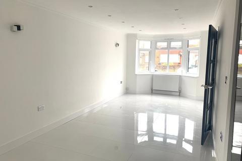 3 bedroom detached house for sale - Shelley Crescent, Hounslow