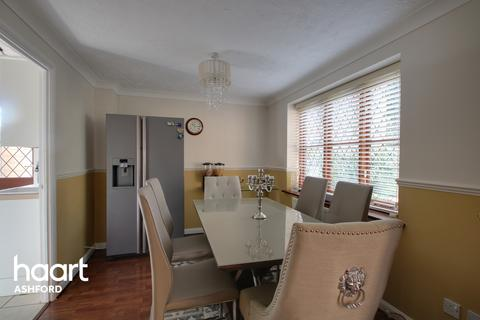 4 bedroom detached house for sale - Butternut Copse, Ashford