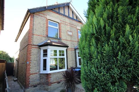 3 bedroom semi-detached house for sale - Century Road, Staines, TW18