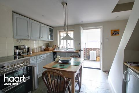 2 bedroom end of terrace house for sale - The Street, Ashford