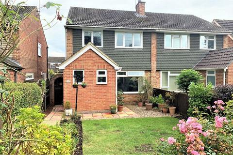 3 bedroom semi-detached house for sale - Hewlett Place, BAGSHOT, Surrey