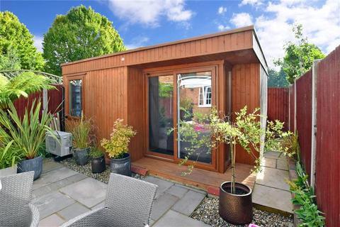 3 bedroom semi-detached house for sale - Cowden Road, Vinters Park, Maidstone, Kent
