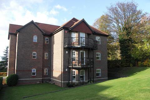 2 bedroom flat to rent - Hughenden View, Shrubbery Close, High Wycombe, Bucks, HP13 6FU