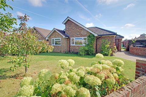 3 bedroom detached bungalow for sale - Meadow Way, Addlestone, Surrey, KT15