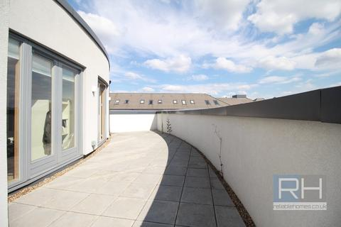 2 bedroom penthouse to rent - Leon House, Green Lanes, Palmers Green, London, N13