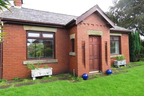 2 bedroom detached bungalow to rent - Town Lane, Much Hoole