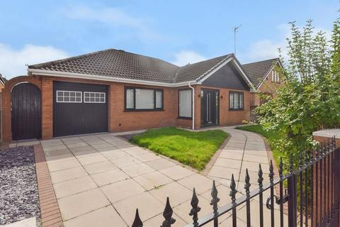 3 bedroom detached bungalow for sale - Farndale, Farnworth