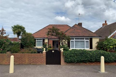 3 bedroom bungalow for sale - Kings Road, Lancing, West Sussex, BN15 8DY