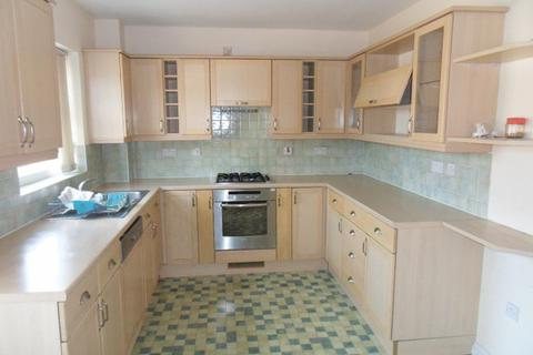 4 bedroom house to rent - Pembroke Avenue, Pinner