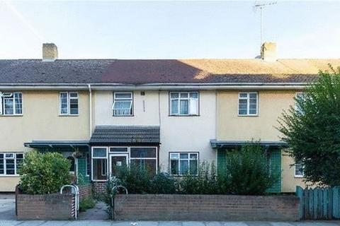 4 bedroom terraced house to rent - Aston Road, London