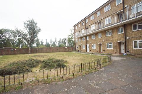 3 bedroom flat - Barrowfield Close, London