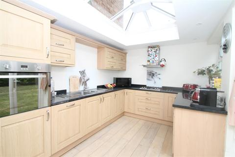 4 bedroom semi-detached house for sale - Farndale Avenue, London N13