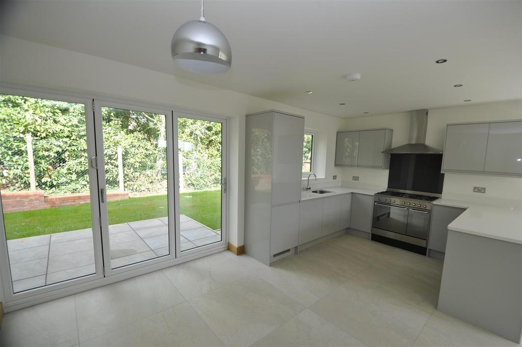 'L' Shaped Kitchen/Dining/Family Room