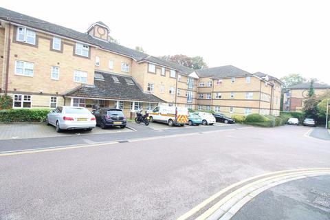 2 bedroom flat to rent - Barons Court, Wardown Park Area  - Ref:P7518